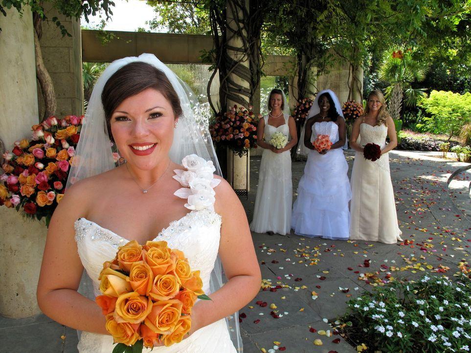 Welche Braut trägt das schönste Kleid? Wer hat die leckerste Hochzeitstorte? Welches Paar hat die ergreifendste Hochzeitszeremonie? Sarah (2.v.l.)... - Bildquelle: 2011 Discovery Communications, LLC
