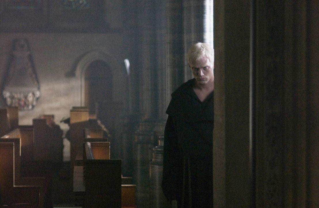 """Silas (Paul Bettany) ist im Auftrag der römisch-katholischen Kirchenorganisation """"Opus Dei"""" unterwegs. Seine neu gewonnenen Erkenntnisse versucht er... - Bildquelle: Sony Pictures Television International. All Rights Reserved."""