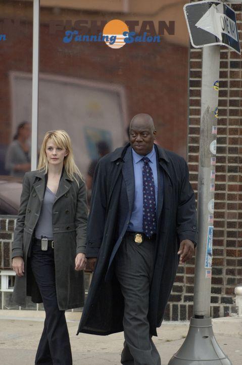 Dem Mörder auf der Spur: Will Jeffries (Thom Barry, r.) und Lilly Rush (Kathryn Morris, l.) kommen mit den Ermittlungen sehr gut voran ... - Bildquelle: Warner Bros. Television