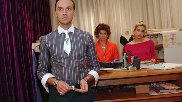 Hugo (Hubertus Regout, l.) ist enttäuscht, dass Britta einen Abend zu dritt g...