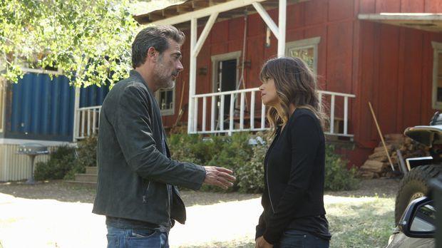 JD (Jeffrey Dean Morgan, l.) ahnt, dass etwas mit Molly (Halle Berry, r.) gan...