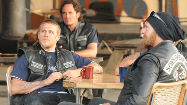 Noch ahnen Tig (Kim Coates, M.) und Opie (Ryan Hurst, r.) nicht, welche Pläne...