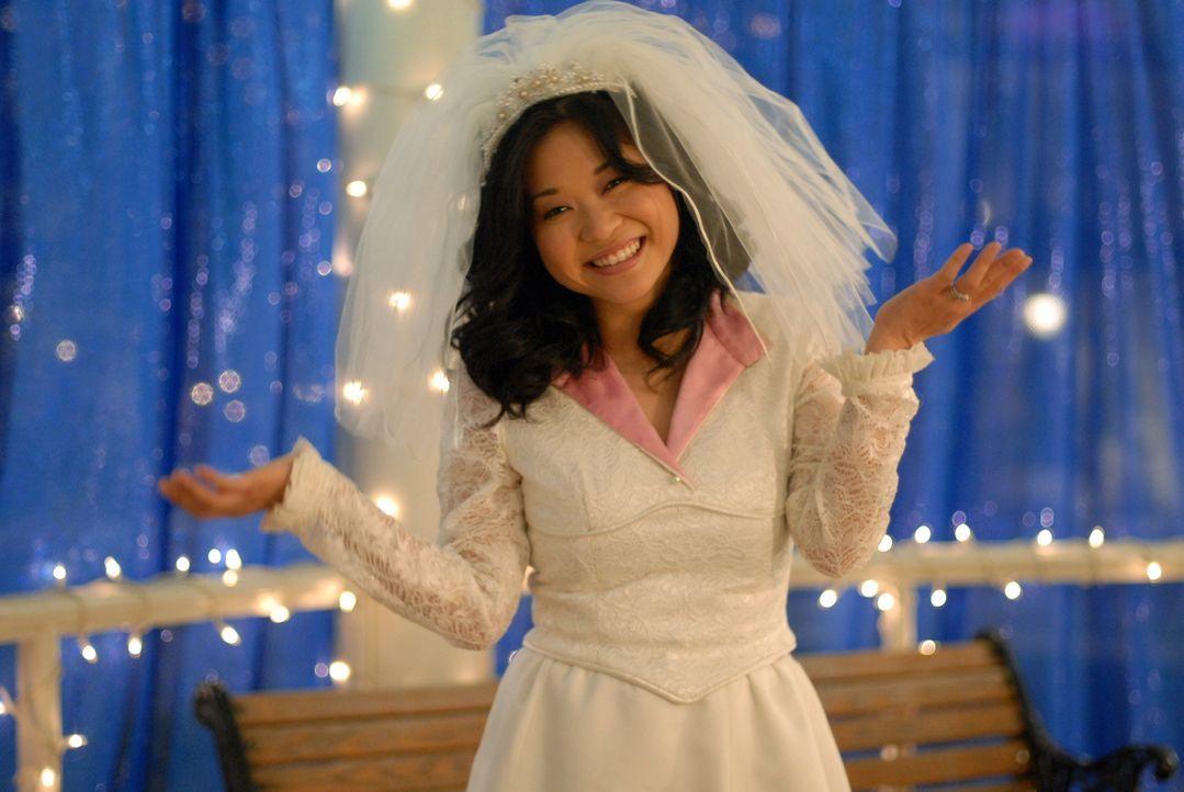 Nach langem hin und her hat Lane (Keiko Agena) nun endlich ihr Hochzeitskleid ... - Bildquelle: Copyright Warner Brother International Television