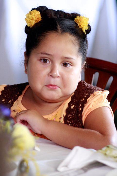 Bei einem Familienessen treffen die Solis auf John. Gabrielle stellt ihm ihre Töchter Celia (Daniella Baltodano) und Juanita vor ... - Bildquelle: ABC Studios