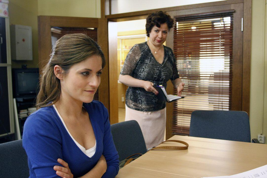 Als Ben Bea (Vanessa Jung, l.) zu einer verrückten Aktion herausfordert, sieht sie sich mit sich selbst konfrontiert: Hat sie genug Mut, um über i... - Bildquelle: SAT.1