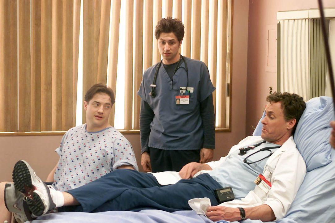 J.D. (Zach Braff, M.) bewundert das Verhalten von Dr. Cox (John C. McGinley, r.) und glaubt, einen wahren Helden vor sich zu haben. Dass dem nicht w... - Bildquelle: Touchstone Television
