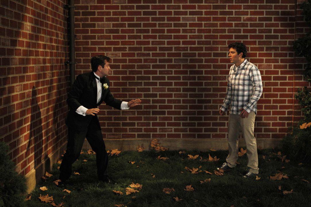 Während Robin von Quinn gebeten wird, ihre Brautjungfer zu sein, besteht Ted (Josh Radnor, r.) darauf, dass Victoria ihrem Verlobten Klaus (Thomas L... - Bildquelle: 20th Century Fox International Television