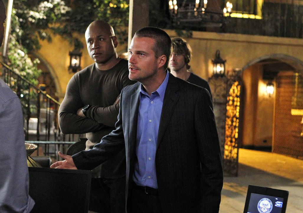 Können nicht verstehen, warum Hetty gekündigt hat: Callen (Chris O'Donnell, M.), Sam (LL Cool J, l.) und Deeks (Eric Christian Olsen, r.) ... - Bildquelle: CBS Studios Inc. All Rights Reserved.