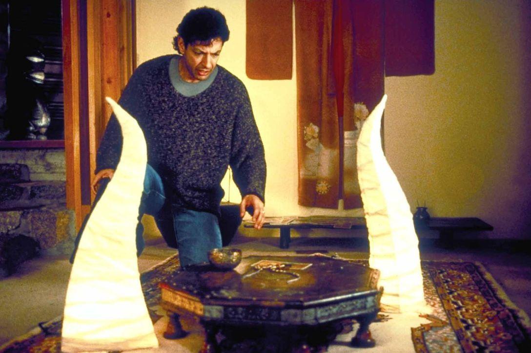 Nach und nach werden seine Visionen immer deutlicher. Hatch (Jeff Goldblum) erkennt, dass der Killer es auf seine Tochter abgesehen hat. - Bildquelle: TriStar Pictures
