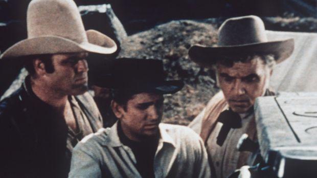 (v.l.n.r.) Hoss (Dan Blocker), Little Joe (Michael Landon) und Ben Cartwright...