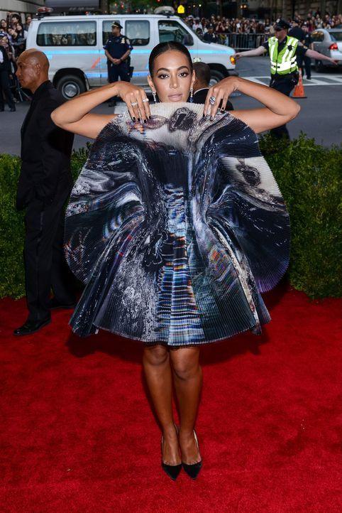 Met Gala 2015: Solange Knowles - Bildquelle: SIPA/WENN.com