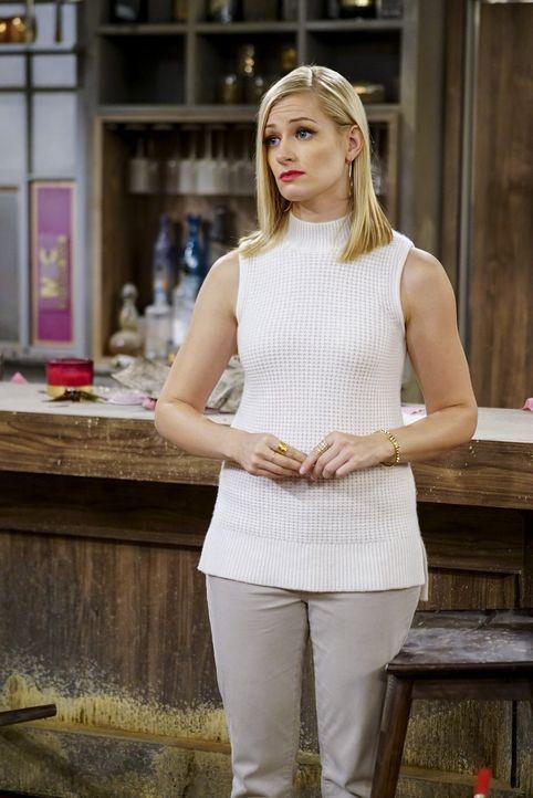 Wird vom Unglück verfolgt: Caroline (Beth Behrs) ... - Bildquelle: Warner Bros. Television