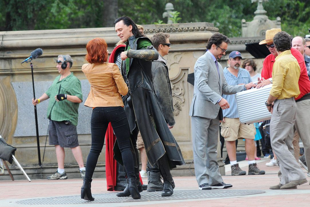 the-avengers-set-11-09-02-scarlett-johansson-tom-hiddleston-chris-hemsworth-jeremy-renner-chris-evans-mark-ruffalo-robert-downey-jr-ivan-nikolov-com... - Bildquelle: Ivan Nikolov/WENN.com