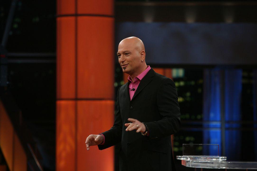 """Der Moderator Howie Mandel (Howie Mandel) präsentiert seine erfolgreiche Show """"Deal or now Deal"""" ... - Bildquelle: Paramount Network Television"""