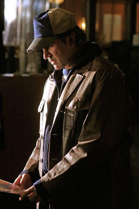 Jack Malone (Anthony LaPaglia) macht eine äußerst interessante Entdeckung ... - Bildquelle: Warner Bros. Entertainment Inc.