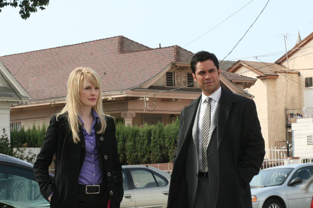 Die Ermittlungen gehen nur schleppend voran: Scott (Danny Pino, r.) und Lilly (Kathryn Morris, l.) ... - Bildquelle: Warner Bros. Television
