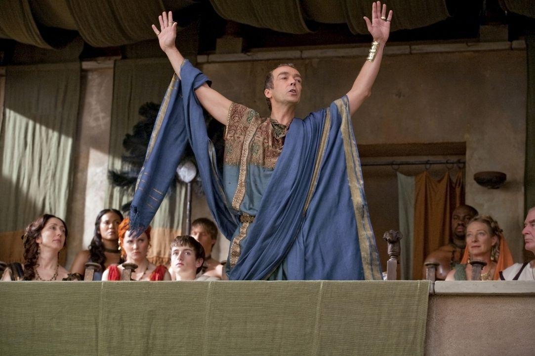 Während Solonius in der Arena hingerichtet wird, ist die alte Verbundenheit zwischen Batiatus (John Hannah) und Spartacus gewichen ... - Bildquelle: 2010 Starz Entertainment, LLC
