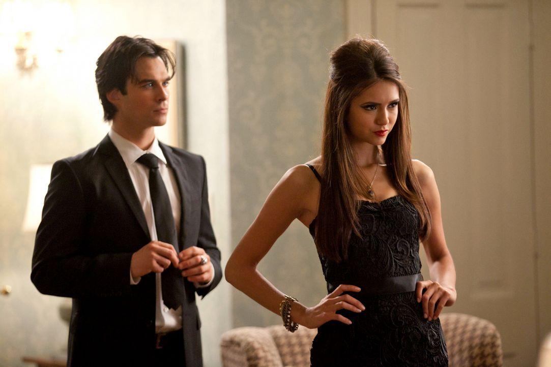 Die biestige Vampirlady Katherine (Nina Dobrev, r.) kann es nicht lassen ihre Spielchen mit den Salvatore-Brüdern zu spielen, doch Damon (Ian Somerh... - Bildquelle: Warner Brothers