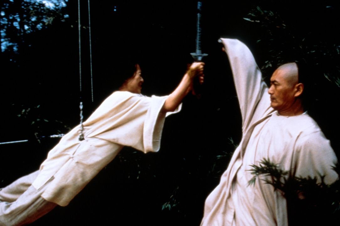 Knallhartes Training: Li Mu Bai (Chow Yun-Fat, r.) und Jen Yu (Zhang Ziyi, l.) ... - Bildquelle: ARTHAUS Filmverleih