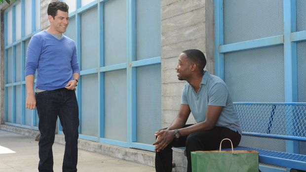 Winston (Lamorne Morris, r.) versucht seinem Freund Schmidt (Max Greenfield,...