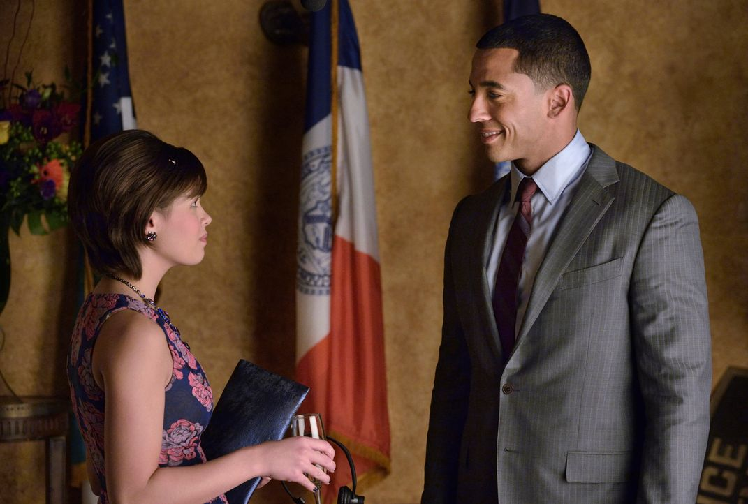 Kommen sich Darius (Christian Keyes, r.) und Heather (Nicole Gale Anderson, l.) näher? - Bildquelle: Ben Mark Holzberg 2013 The CW Network, LLC. All rights reserved.