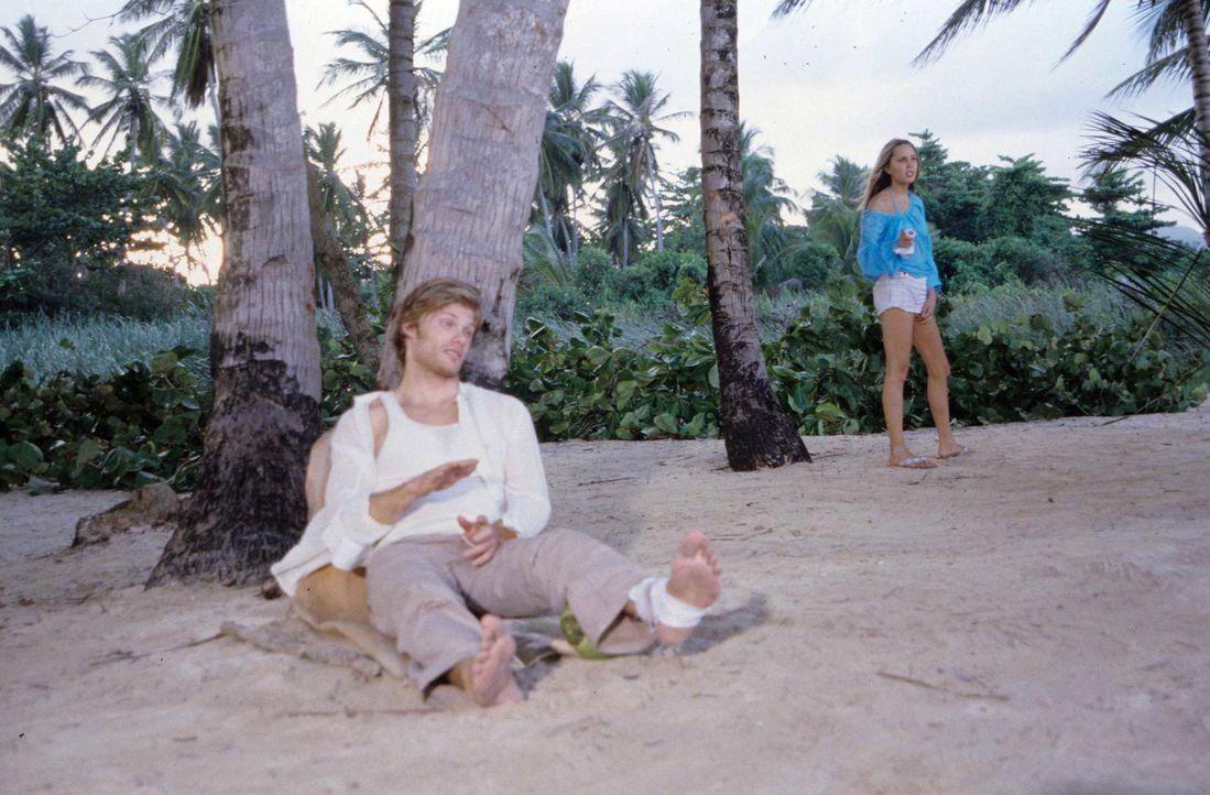 Stranden auf einer vermeintlich einsamen Insel: Jason (Chris Carmack, l.) und Jenny (Amanda Bynes, r.). Allerdings wird Jenny schon bald klar, dass... - Bildquelle: Media 8 Entertainment