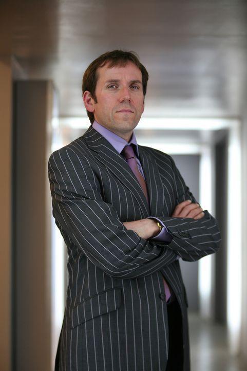 Leitender Mitarbeiter des Innenministeriums: Sir James Peregrine Lester (Ben Miller) ... - Bildquelle: ITV Plc