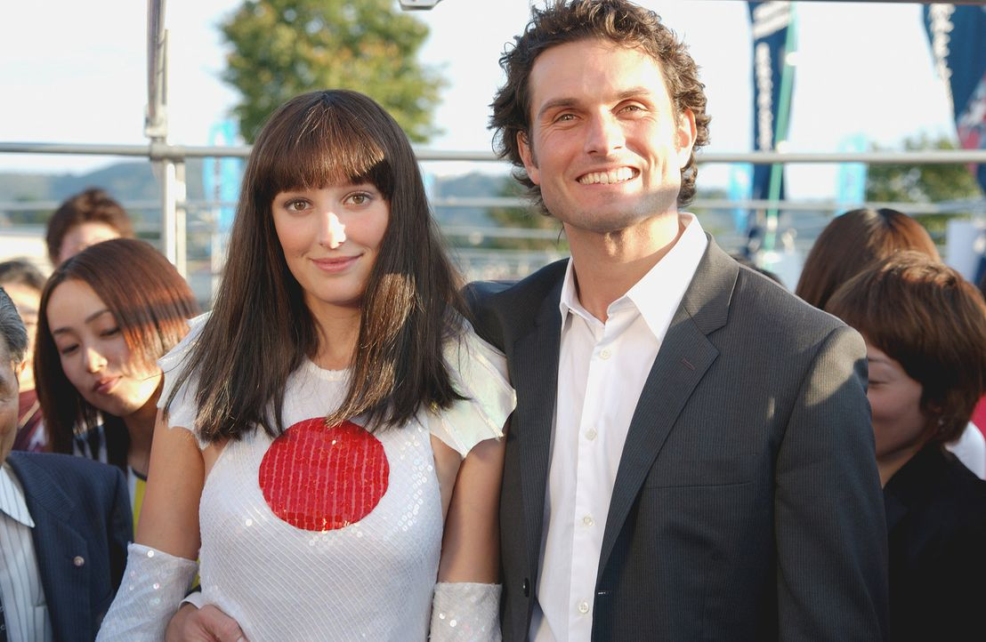 Leo (Simon Verhoeven, r.) verliebt sich ausgerechnet in Ida (Alexandra Maria Lara, l.), die Ehefrau seines Freundes und Kollegen ... - Bildquelle: Constantin Film