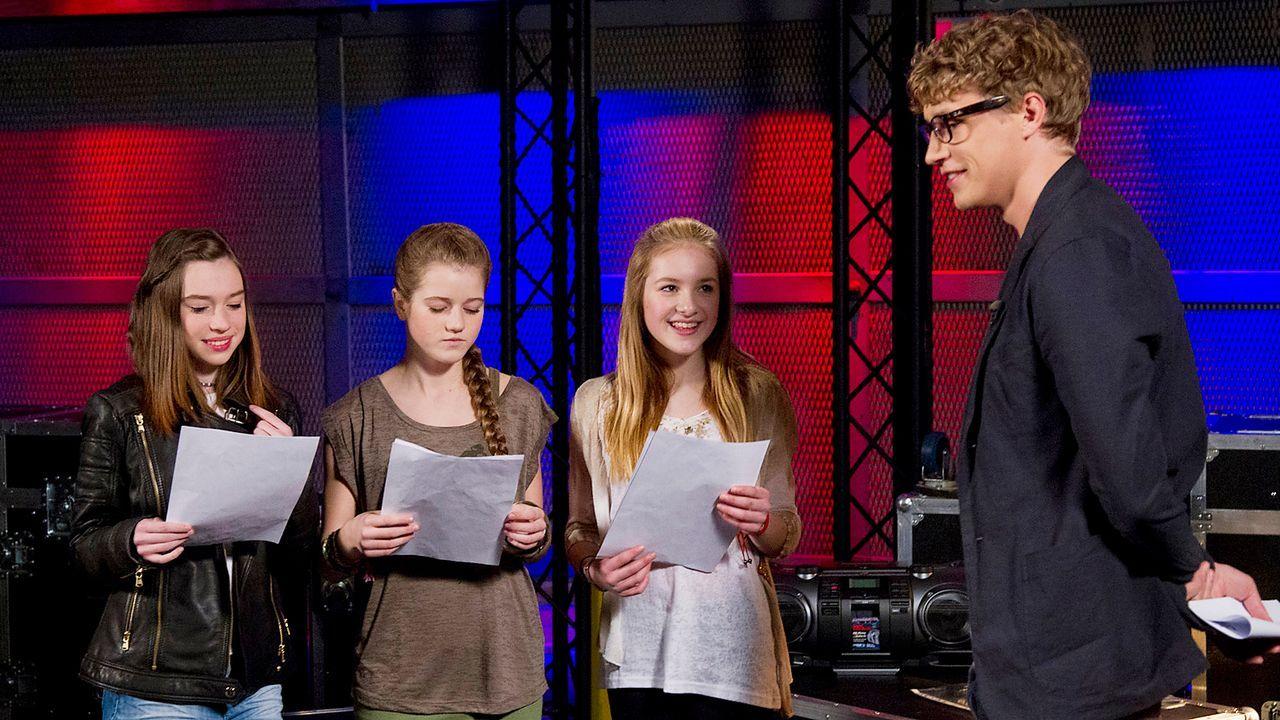 The-Voice-Kids-epi04-Alexandra-Sarah-Rita-2-SAT1-Richard-Huebner - Bildquelle: SAT.1/Richard Hübner