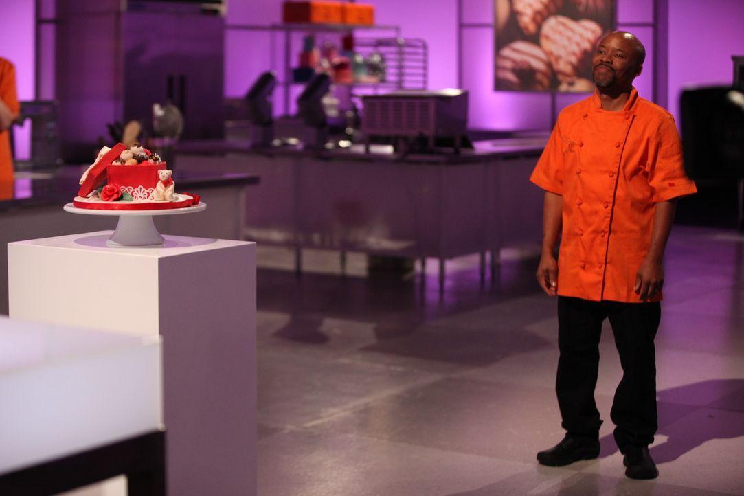 Van French stellt sich dem Urteil der Jury. Ist diese von seiner Torte begeistert und wird er die erste Challenge bestehen? - Bildquelle: 2016,Television Food Network, G.P. All Rights Reserved