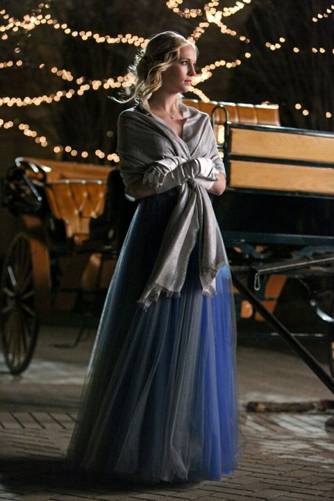 Amüsiert sich auf dem großen Ball der Familie Michaelson: Caroline (Candice Accola)