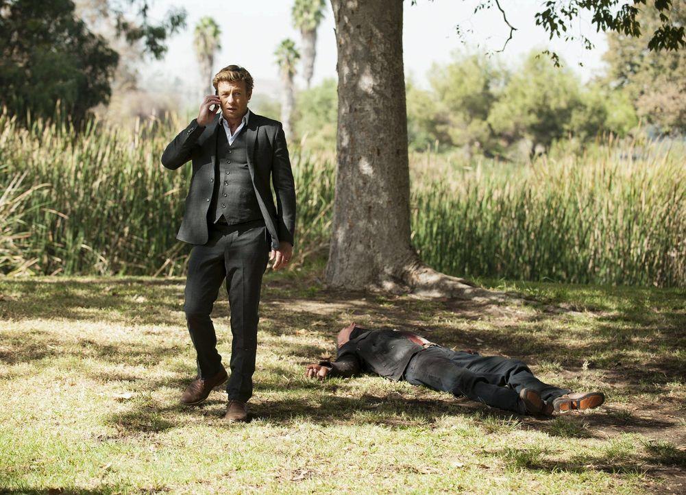 Ist Patrick Jane (Simon Baker, l.) endlich an seinem Ziel angekommen und hat in Sheriff Thomas McAllister (Xander Berkeley, r.) Red John gefunden? - Bildquelle: Warner Bros. Television