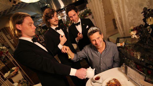 Ein besonderes Essens-Erlebnis: Bob Blumer (r.) darf sich in Tokio wie ein Pr...