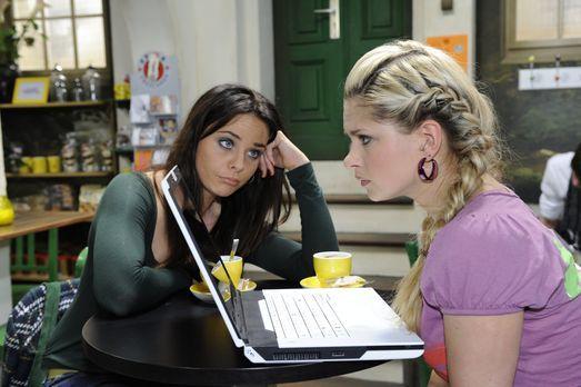 Wälzen Probleme: Paloma (Maja Maneiro, l.) und Mia (Josephine Schmidt, r.) .....