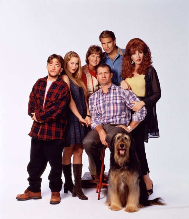 (7. Staffel) - Familie Bundy und ihre Nachbarn (v.l.n.r.): Bud (David Faustino), Kelly (Christina Applegate), Marcy (Amanda Bearse), Jefferson (Ted... - Bildquelle: Sony Pictures Television International. All Rights Reserved.