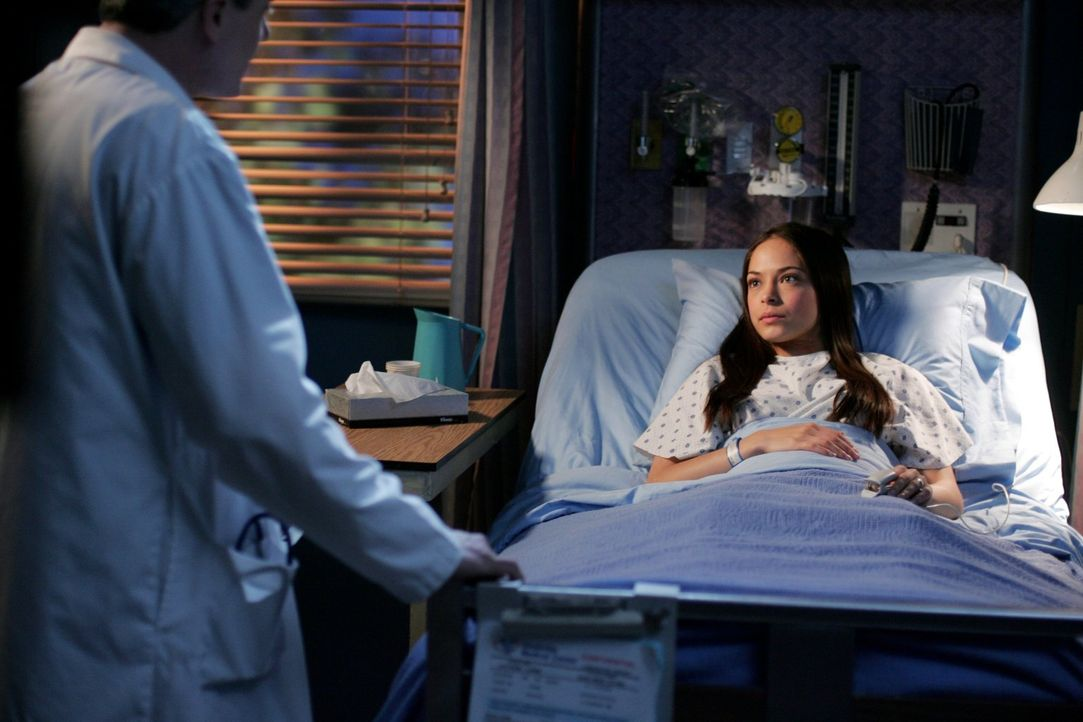 Schock für Lana (Kristin Kreuk): Sie erfährt, dass sie nie schwanger war ... - Bildquelle: Warner Bros.