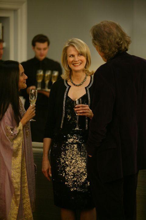 Enid (Candice Bergen, M.) schmeißt eine Party und erhofft sich, einen passenden Mann vorzufinden ... - Bildquelle: Paramount Pictures