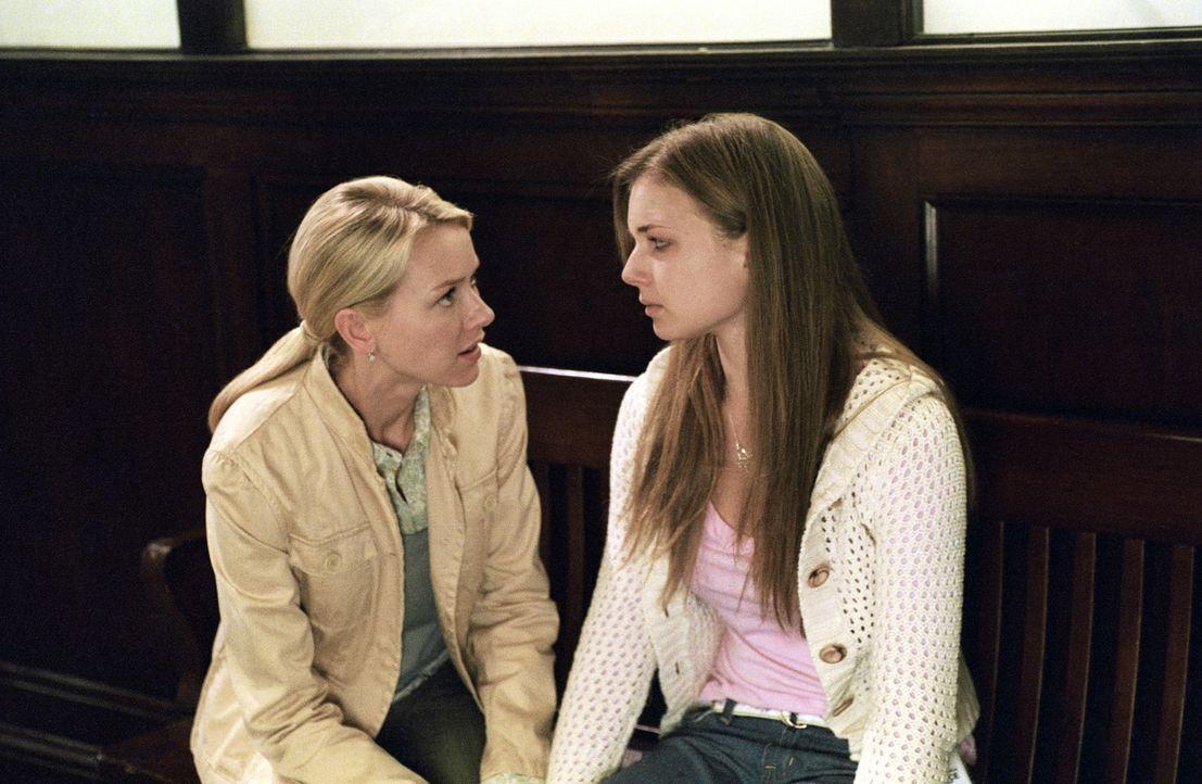 Rachel (Naomi Watts, l.) bittet Emily (Emily VanCamp, r.) um Hilfe. Aidan hat neue Visionen von Samara ... - Bildquelle: DreamWorks SKG