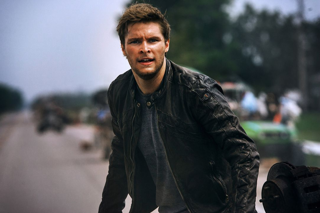 Shane Dyson (Jack Reynor) staunt nicht schlecht, als er herausfindet, dass seine neue Freundin Tessa in Kontakt mit Optimus Prime, dem Anführer der... - Bildquelle: (2016) Paramount Pictures. All Rights Reserved. TRANSFORMERS, its logo & all related characters are trademarks of Hasbro & are used with permission.