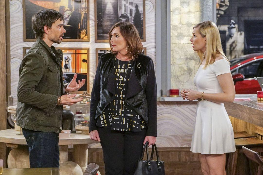 Der erste Streit zwischen Bobby (Christopher Gorham, l.) und Caroline (Beth Behrs, r.) bahnt sich an, nachdem Caroline Denise geraten hat, ihren Job... - Bildquelle: Warner Bros. Television