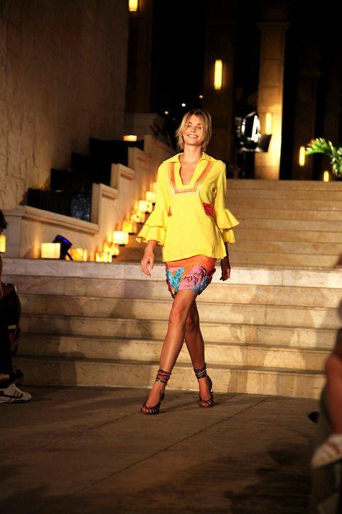 germanys-next-topmodel-stf07-epi09-fashionshow-021-prosiebenjpg 1333 x 2000 - Bildquelle: ProSieben