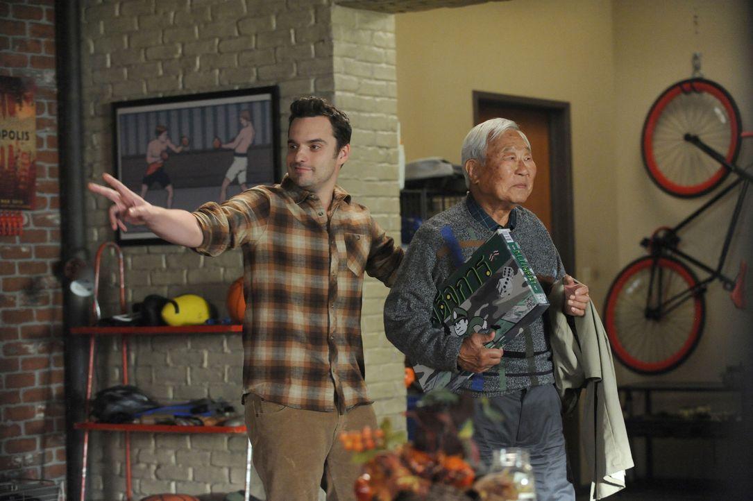 """Was hat Nick (Jake Johnson, l.) sich bloß dabei gedacht, als er Tran (Ralph Ahn, r.) zu dem """"Bangs-giving"""" bringt? - Bildquelle: 2014 Twentieth Century Fox Film Corporation. All rights reserved."""