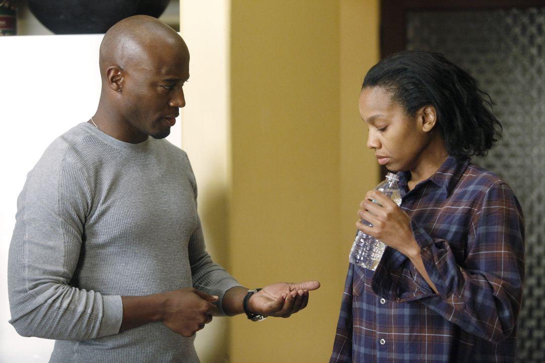 Sam (Taye Diggs, l.) findet seine Schwester Corinne (Anika Noni Rose, r.), mit der er nur wenig Kontakt hatte, in einem besorgniserregenden Zustand... - Bildquelle: ABC Studios