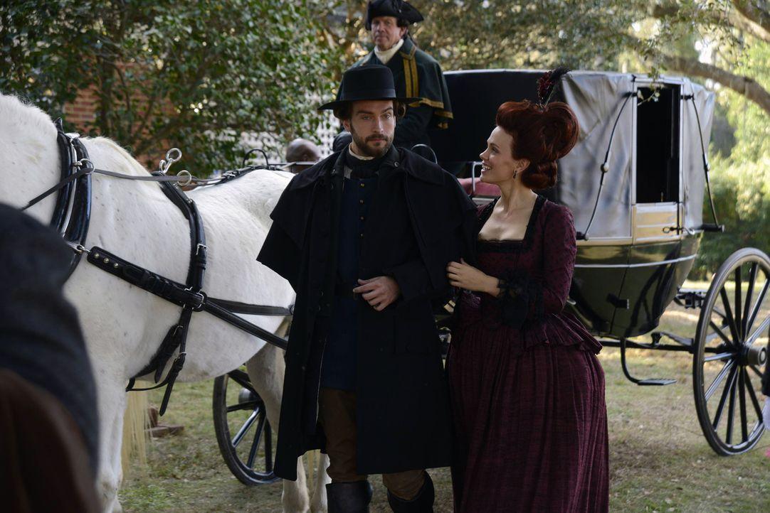 Ein Blick in die Vergangenheit: Ichabod (Tom Mison, l.) und Katrina (Katia Winter, r.) ... - Bildquelle: 2013 Twentieth Century Fox Film Corporation. All rights reserved.