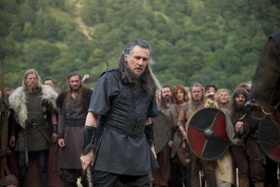 Zwischen Ragnar und Earl Haraldson (Gabriel Byrne) entbrennt ein Kampf auf Leben und Tod ... - Bildquelle: 2013 TM TELEVISION PRODUCTIONS LIMITED/T5 VIKINGS PRODUCTIONS INC. ALL RIGHTS RESERVED.