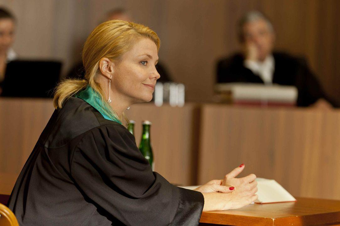 Ein neuer Fall wartet auf Danni (Annette Frier) ... - Bildquelle: Frank Dicks SAT.1