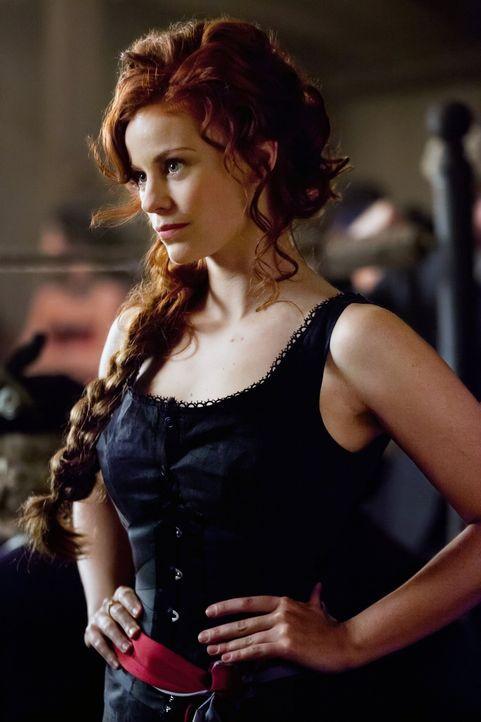 Während Rebekah auf der Suche nach etwas in Mystic Falls ist, erinnert sich Damon an das Jahr 1912, in dem er auf die schöne Vampirin Sage (Cassid... - Bildquelle: Warner Brothers