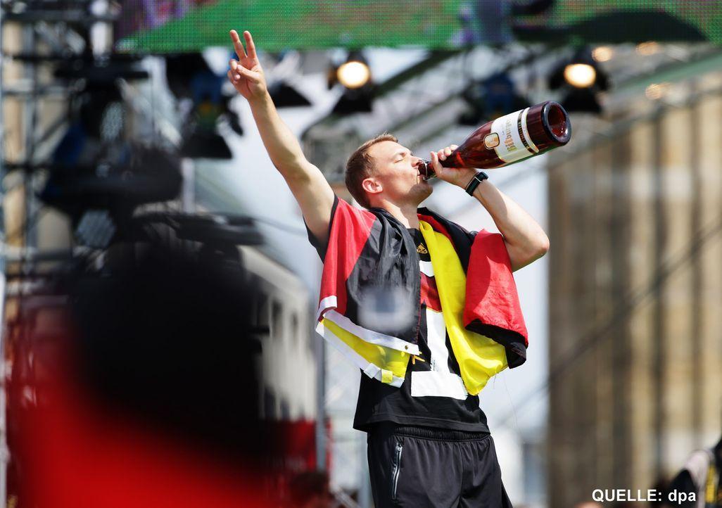 WM-ankunft-nationalmannschaft-berlin-21-140715-dpa - Bildquelle: dpa