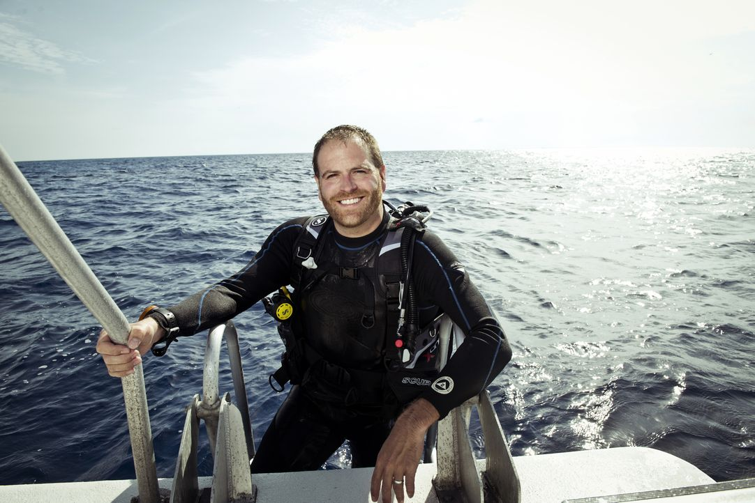 Wird Josh Gates beim Sporttauchen in den Tiefen des Meeres den Schatz des Piraten Blackbeard finden? - Bildquelle: 2015,The Travel Channel, L.L.C. All Rights Reserved