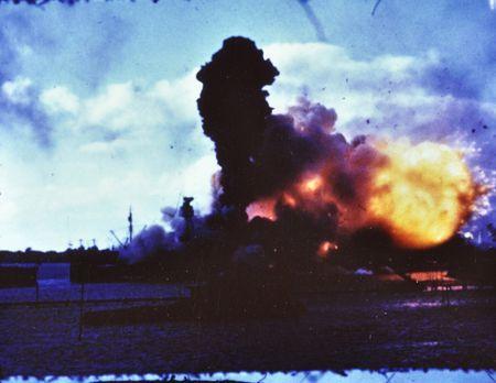 Die Bombardierung von Pearl Harbor versetzt die USA in einen Schockzustand. D...
